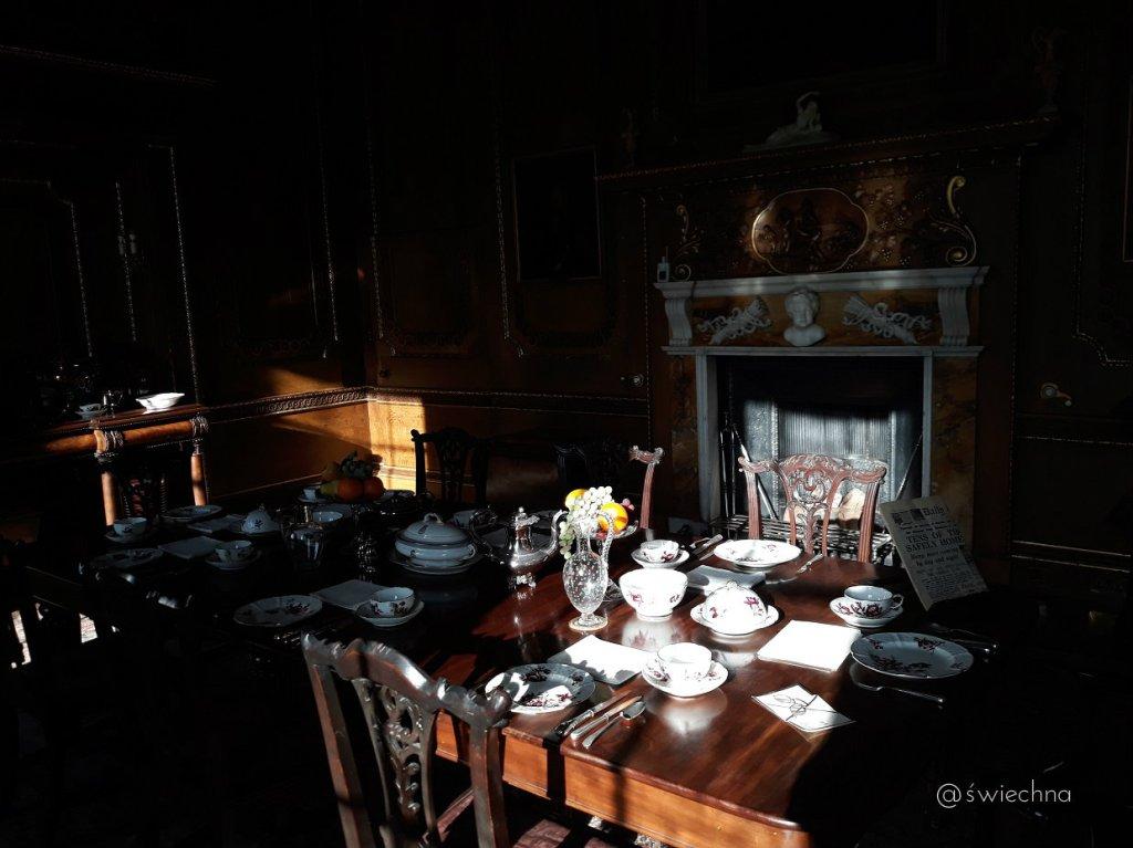 Niedziela Castle Ward wnętrza (3)